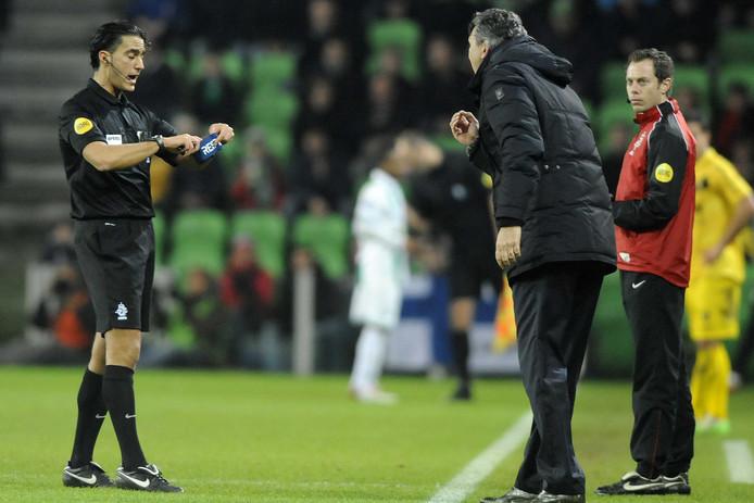 December 2012: het veelbesproken incident tussen Robert Maaskant, trainer van FC Groningen, en arbiter Serdar Gözübüyük.