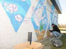 Met graffiti gemaal in Almelo pimpen