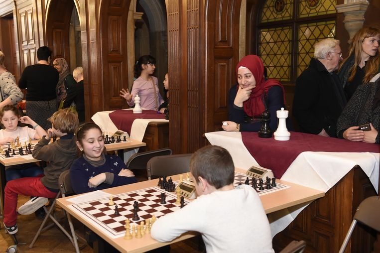 De kinderen speelden in het Antwerps stadhuis.