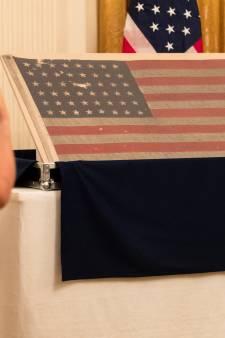 Speech van Bert Kreuk maakt indruk bij overhandiging van D-Day vlag aan Trump