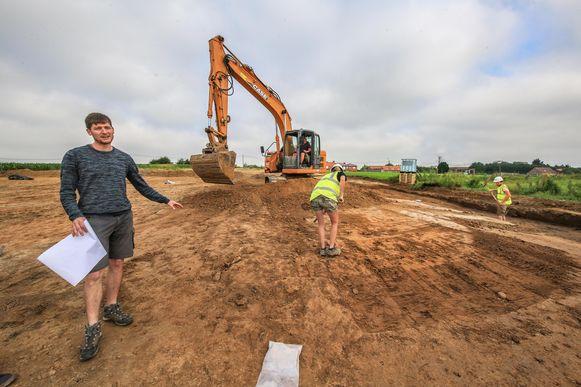 Archeoloog Jan Decorte van CO7 bij de opgravingen.