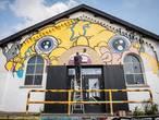 Bartkira-kunstenaar zoekt muur