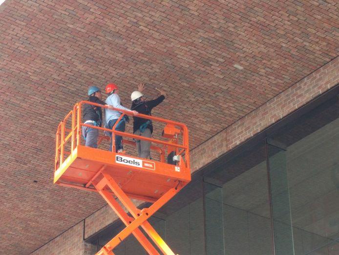 Ook vorig jaar werd het plafond op station Breda al minutieus onderzocht.