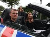 Gaaf! Mentoren Avila College Hengelo brengen diploma per snelle sportauto