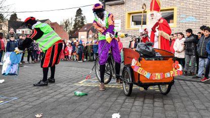 Sinterklaas ruimt zwerfvuil aan Unescoschool