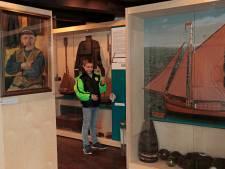 Scheepsmodellen in vitrinekasten roepen herinneringen op in Zwartewaal