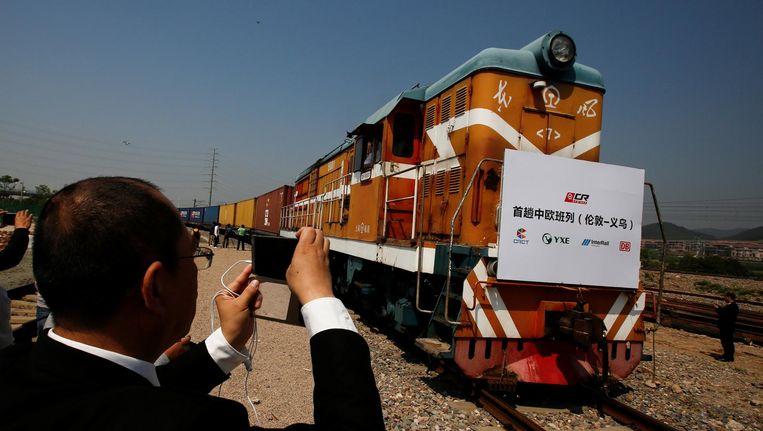 Na een reis van 24 duizend kilometer (China-Engeland-China) keert een goederentrein terug op het beginstation Yiwu. De trein was begin januari uit China naar Londen vertrokken. Beeld reuters