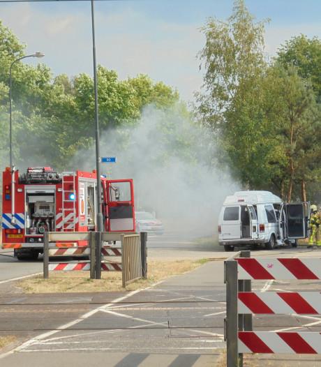 Camperbus vat vlam in Apeldoorn