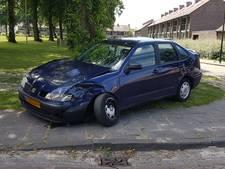 Twee bestuurders botsen tegen elkaar in Kaatsheuvel; auto's getakeld