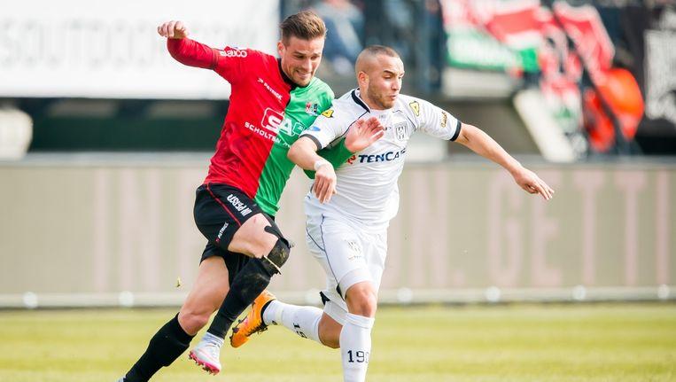 NEC- speler Santos in duel met Bel Hassani (Heracles Almelo). Beeld anp
