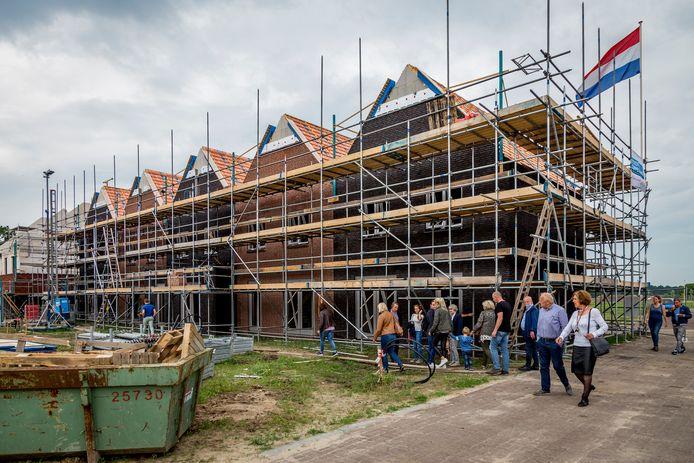 Hoewel in bijvoorbeeld Geerpark in Vlijmen volop wordt gebouwd, verrijzen ook daar veel te weinig starterswoningen, vindt DMP Heusden.