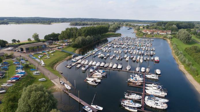 WSV Giesbeek vanuit de lucht, aan het Rhederlaag.