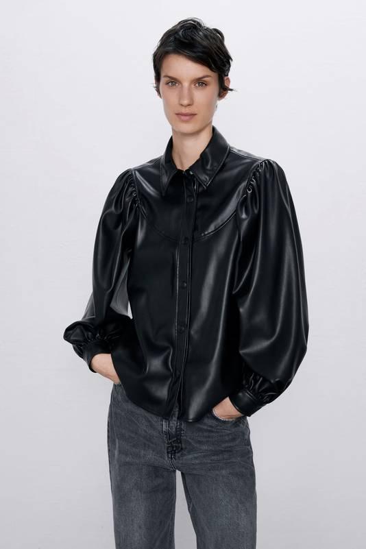 Chemise en cuir noire - 29,95 euros.