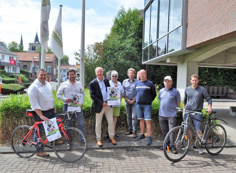 De gemeente is klaar om de wielerkaravaan van de Binckbank Tour te ontvangen.
