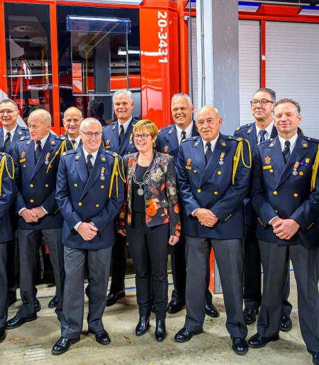 Koninklijke onderscheiding voor dertien brandweervrijwilligers in Etten-Leur