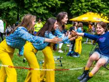 De grootste vrouwen-studentenvereniging van Europa viert een feestje in Utrechts Wilhelminapark