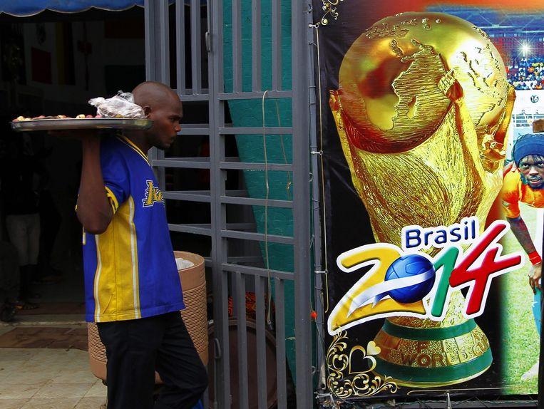 Een winkel met WK-parafernalia in Ivoorkust. Beeld epa