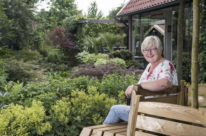 Ali Smit stelt zondag haar tuin aan de Grotestraat 50 in Borne open voor publiek. Tuinliefhebbers kunnen er tussen 10.00 en 17.00 uur terecht.