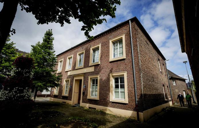 De voormalige kliniek van Klaus Ross in het Duitse Bracht, net over de grens bij Venlo.
