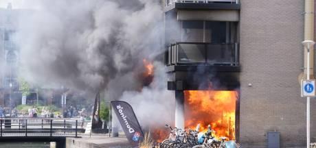 Grote brand in winkelcentrum Houten, vlammen slaan uit Domino's pizza