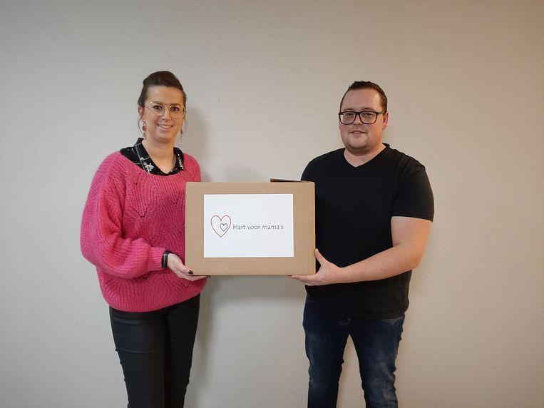 Schepen Stefanie Engelen (links) en oprichter van 'Hart voor mama's' Tom Engelen.