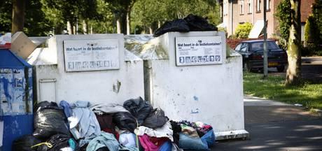 Textielcontainers in Hengelo steeds viezer: sorteren is smerig werk