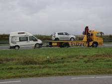 Botsing tussen auto en camper op snelweg A58 vlakbij golfbaan Middelburg