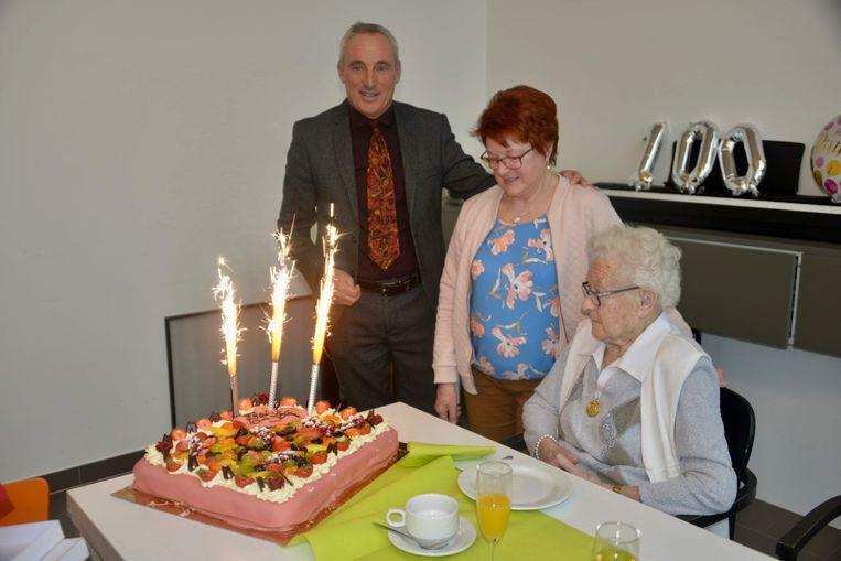 Marguerite Suvée blaast 100 verjaardagskaarsjes uit