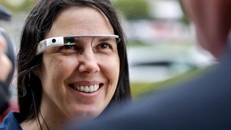 Een vrouw met Google Glass in 2013. Beeld AP
