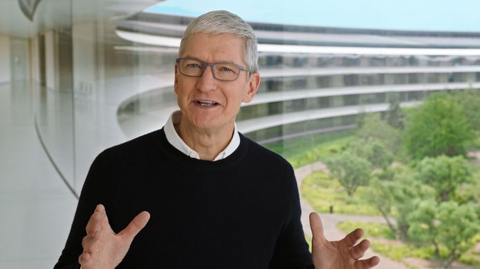 Applebaas Tim Cook tijdens een videoboodschap.