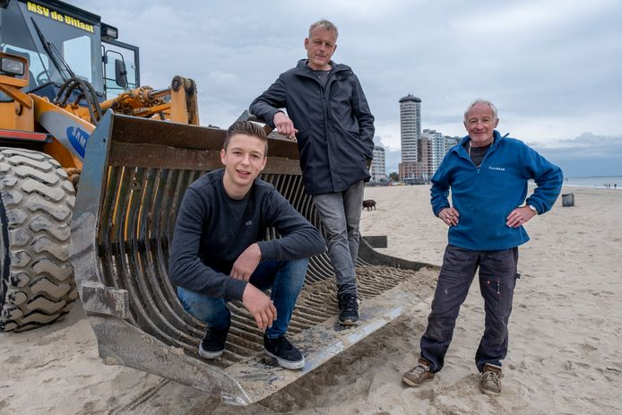 Mats, Richard en Leo Leeuwesteijn op het Vlissingse badstrand.