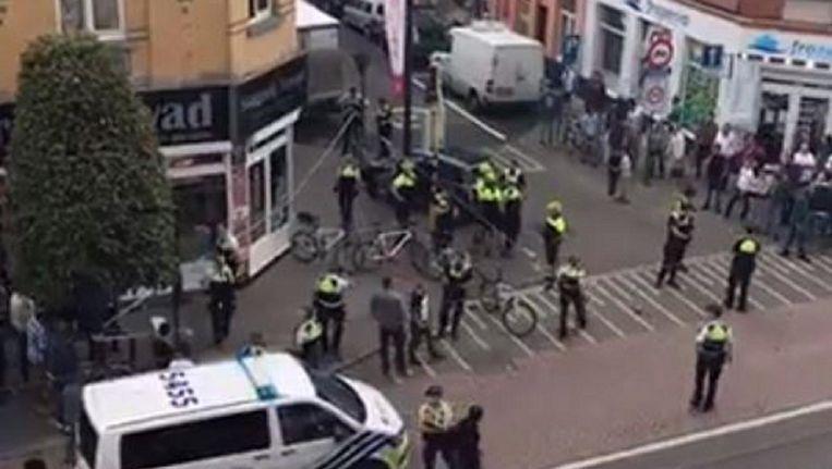 Een buurtbewoner maakte beelden van de politie-interventie gisteravond in Borgerhout.