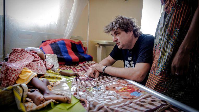 Frank Lammers in een ziekenhuis in Nigeria. 'Je vraagt je af: hoe bestaat dit toch in deze tijd?' Beeld Unicef