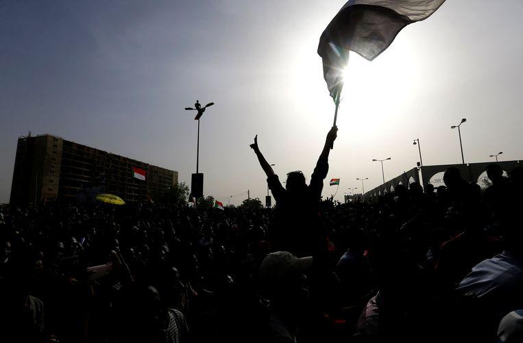 Demonstraties tegen al-Bashir in Khartoum. Beeld REUTERS