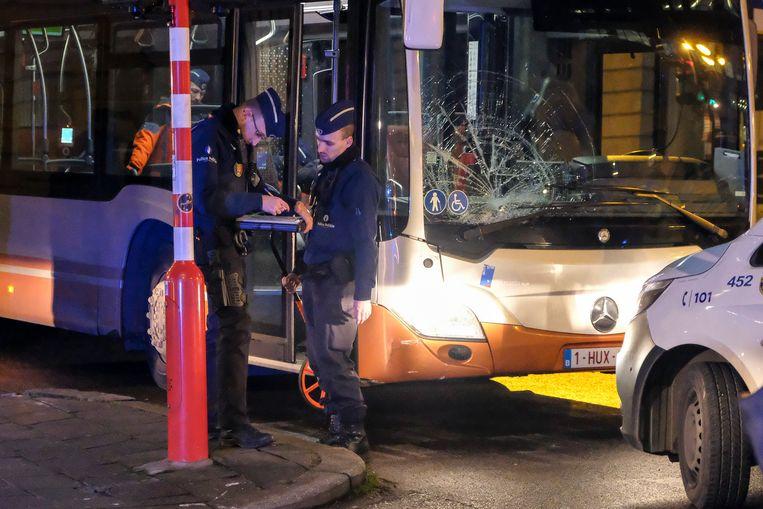 De bus ramde zeven voetgangers in Brussel. Een van hen verkeert in levensgevaar.