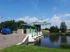 Inbreker verstopt zender bovenin Kadoelerbrug in Kraggenburg
