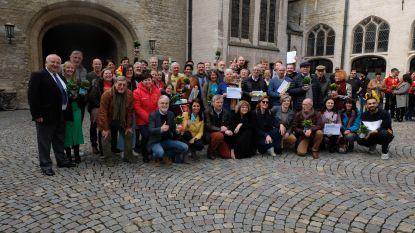 Mechelse vrijwilligers gevierd, leden schepencollege komen handje toesteken op een van hun activiteiten