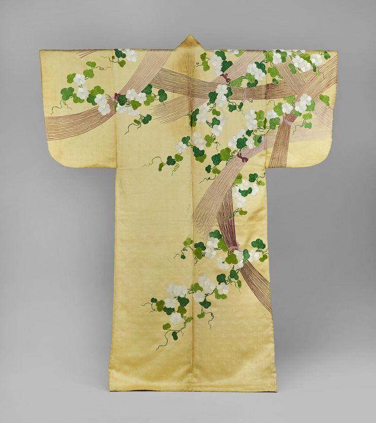 Nuihaku met maanbloemen en takken-bossen, Japan, 1700-1800 Beeld Collectie Okura Museum of Art