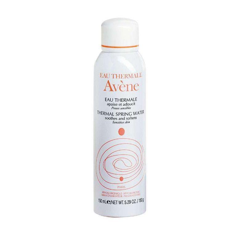 De Thermaal waterspray van Avène is veruit de meest kalmerende die wij uitprobeerden. Je voelt het effect meteen, en dat blijft nog heel de dag aanhouden ook.