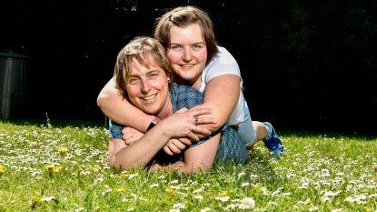 """Frauke was eerst begeleidster, dan zelf mama van autistische dochter: """"Het is héél heftig. Maar we lachen ook veel, en we knuffelen ons zot"""""""