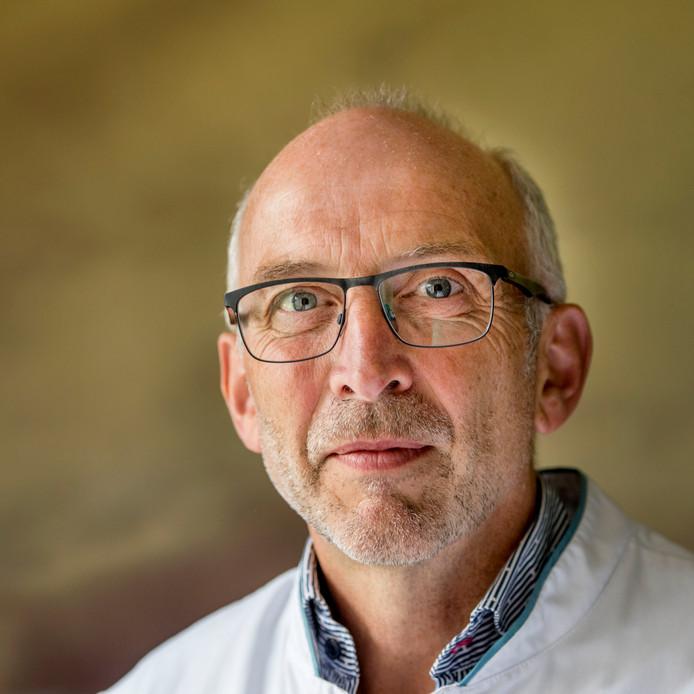 Amphia-chirurg Peter Joosten zit in de medische stad van NAC en waakt tijdens het EK-vrouwenvoetbal ook over de gezondheid tijdens de wedstrijden in het Rat Verlegh-stadion.