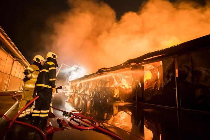 In de koeienschuur in Werkhoven is zaterdagnacht voor de derde keer een grote brand uitgebroken.