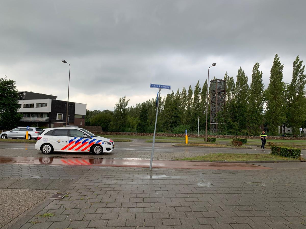Auto rijdt door na aanrijding met rolstoel op kruising Simon Stevinweg en Dertien Loten, Den Bosch