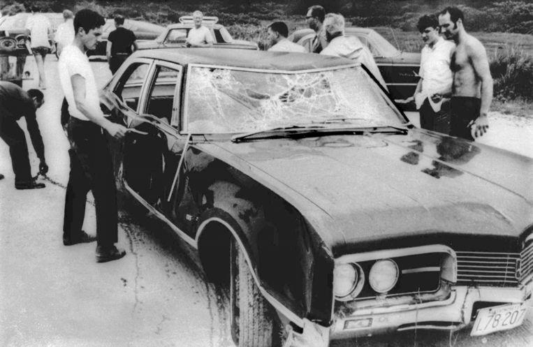 De zwaar beschadigde Oldsmobile van Ted Kennedy na het fatale ongeval.