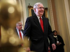 Impeachment: les républicains font adopter leurs règles du jeu au Sénat