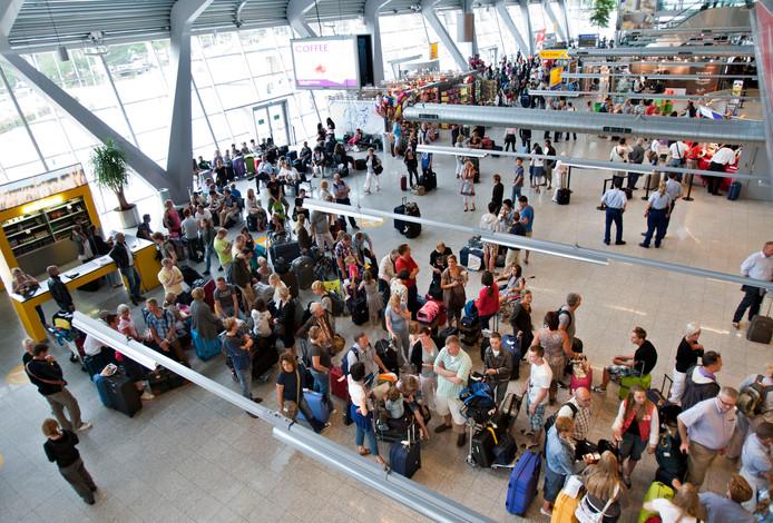 Eindhoven Airport blijft groeien. Meer vliegbewegingen betekent dat de lucht in de regio steeds meer vervuild wordt door uitgestoten gassen.