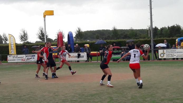 Een beeld uit het duel tussen TOP en TOP
