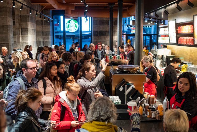Het was druk in de Starbucks deze ochtend