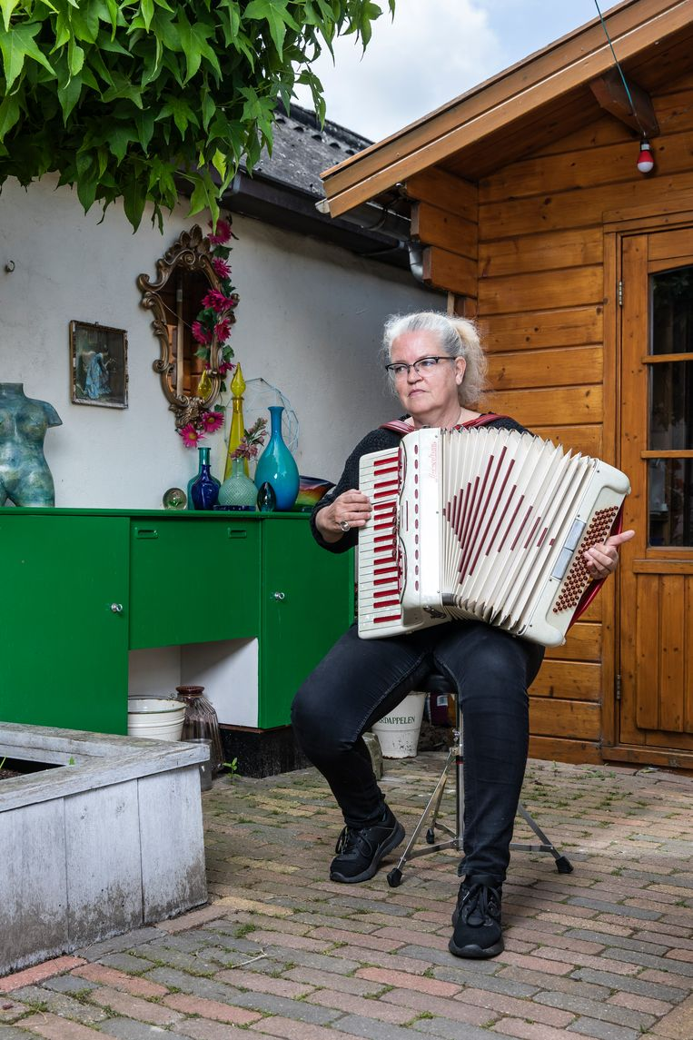 Wendy Emck-Schat (58): 'Ik kan echt ontroerd raken door de muziek die ik maak.' Beeld Dingena Mol