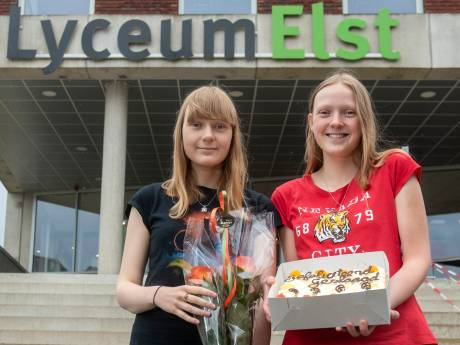 Mariska en Tamara, de cum laude tweeling